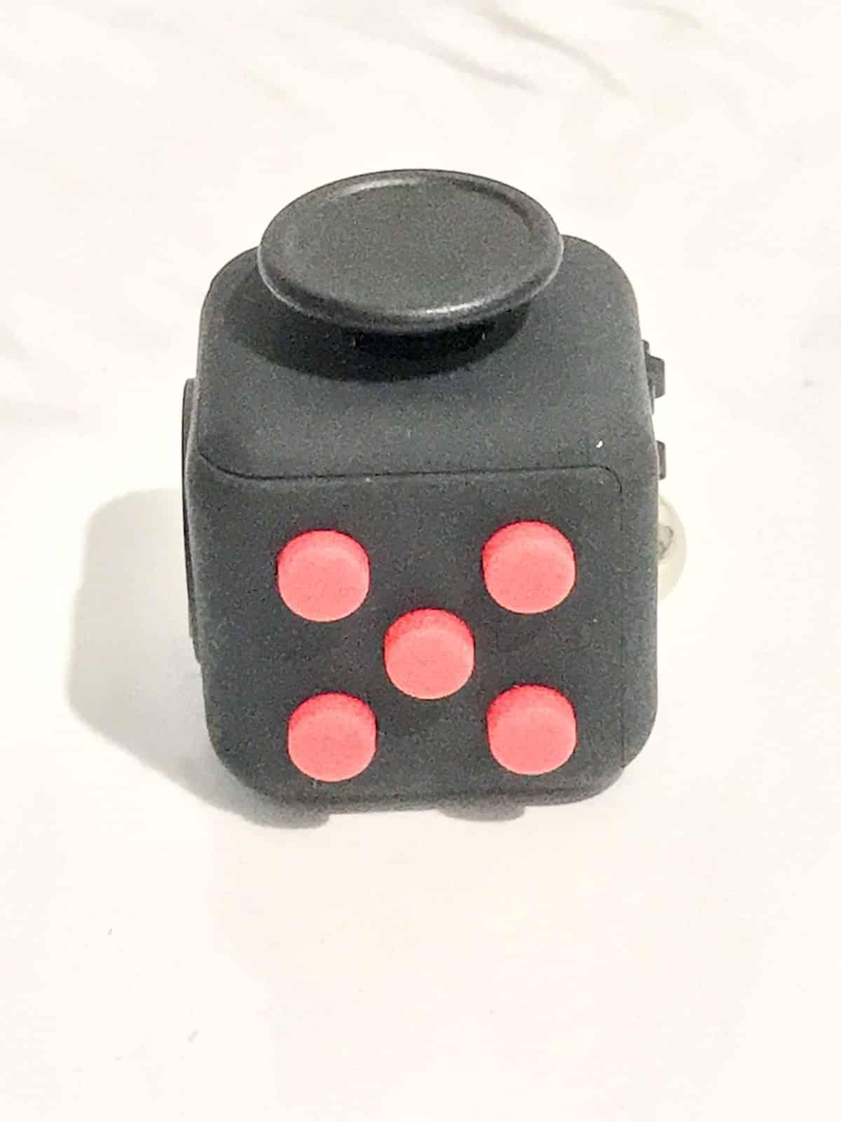boutons poussoirs fidget cube