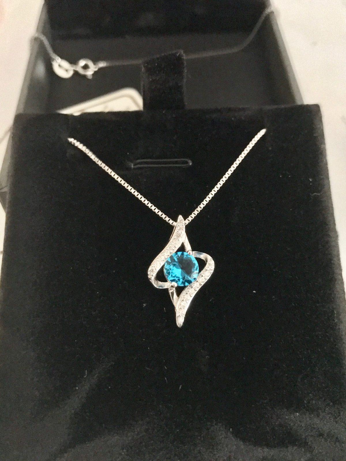 collier argent pendentif cristal bleu